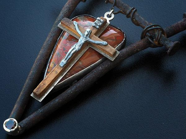 crucifix4.jpg